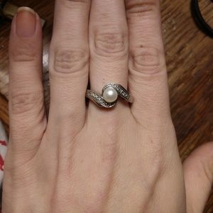 Sterling silver ring with pearl stone center 11.5